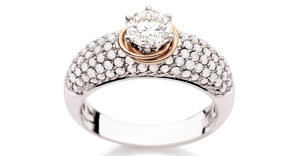 Anel de noivado de ouro branco e diamantes da joalheria Julio Okubo (www.juliookubo.com.br)