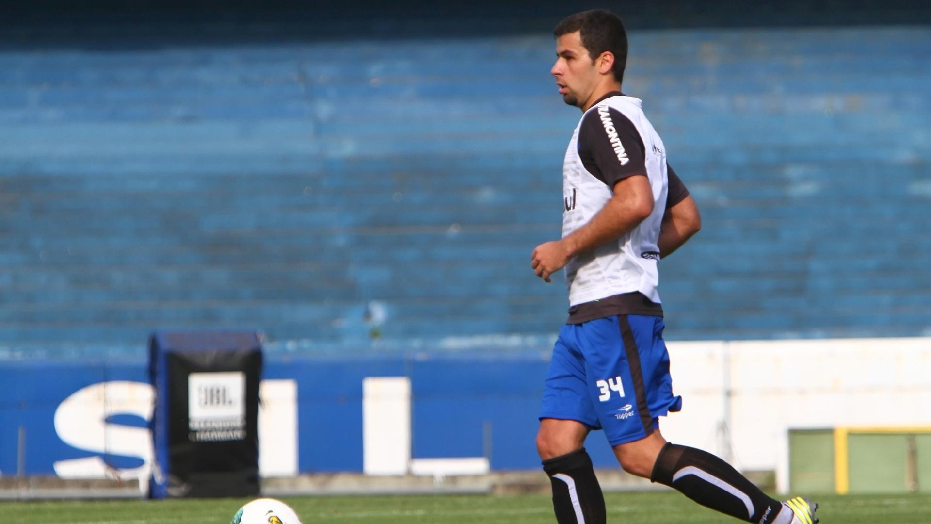 Atacante André Lima durante trabalho com bola no treino do Grêmio desta quarta-feira (07/11/2012)
