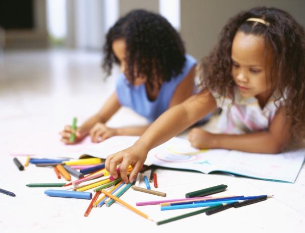 Dar acesso à criança aos mais variados materiais é uma forma de estimular sua produção - Thinkstock