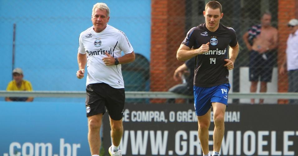 Fábio Aurélio corre pela primeira vez após rompimento de ligamentos do joelho (07/11/2012)