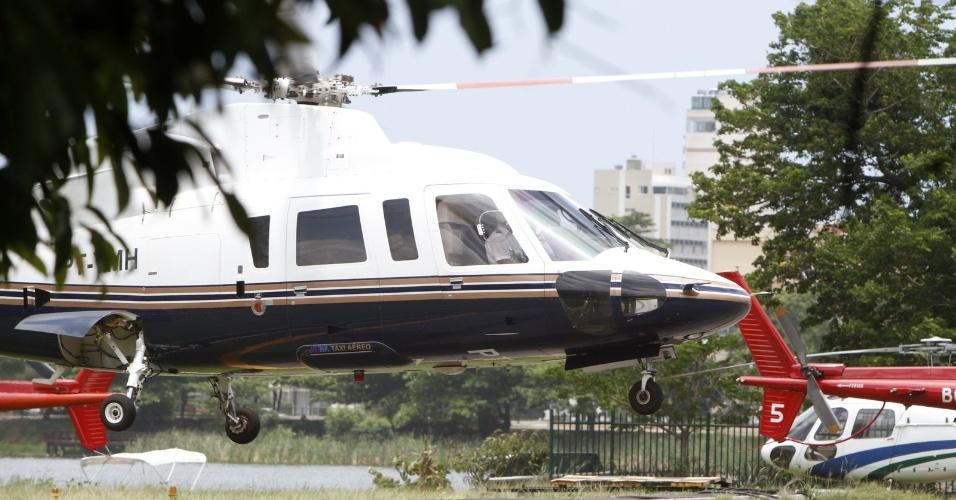 Helicóptero transporta a cantora Lady Gaga do aeroporto do Galeão até o Rio de Janeiro (7/11/12)