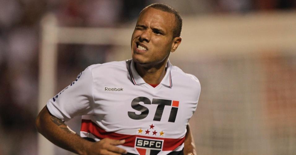 Luis Fabiano comemora o terceiro gol do São Paulo na partida contra a La U, pela Sul-Americana