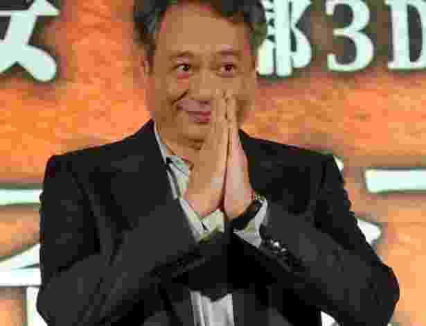 """O diretor chinês Ang Lee posa durante evento para a imprensa de """"Life of Pi"""", em Taipei (7/11/12) - AFP PHOTO / Mandy CHENG"""
