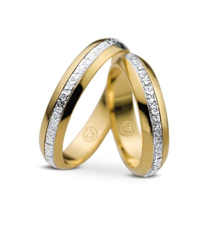 Par de alianças Bride (de ouro amarelo e com brilhantes) da joalheria Vivara (www.vivara.com.br)