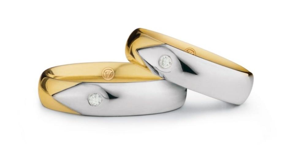 Par de alianças Especial Date (de ouro amarelo e branco e com brilhante) da joalheria Vivara (www.vivara.com.br)