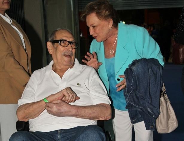 Acompanhado pela mulher Nicette Bruno, o ator Paulo Goulart prestigiou o show de Roberto Carlos no Ginásio do Ibirapuera, em São Paulo (7/11/12)