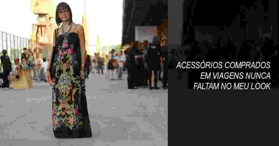 Luana Duarte é designer de moda e usa vestido e colar Farm, para quem trabalhou como assistente de estilo, sandália Emporium e bolsa comprada em um mercado de rua em Florença (07/11/2012) - Claudio Kawakami Savaget/UOL