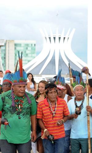 9.nov.2012 - Manifestação reunindo índios e simpatizantes da causa indígena é realizada em Brasília (DF). O ato, que acontece simultaneamente em outras cidades do Brasil, é em defesa dos guaranis-kaiowás, e pela demarcação das suas terras no Mato Grosso do Sul