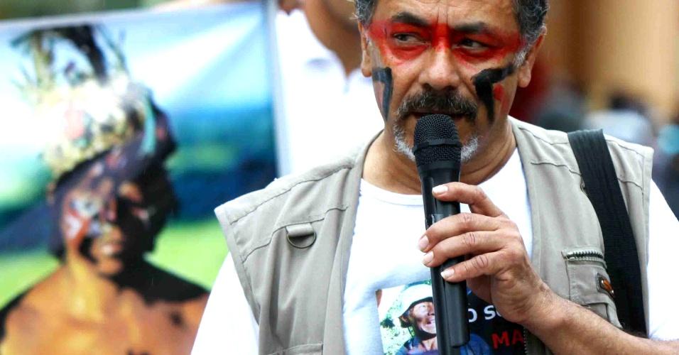 9.nov.2012 - Osasco também recebeu ato nacional em apoio aos índios guaranis-kaiowás, no centro da cidade, na Grande São Paulo. Os índios estão ameaçados de expulsão de suas comunidades, em Mato Grosso do Sul. Em setembro, o Tribunal Regional Federal determinou a reintegração de posse, com a retirada das famílias indígenas das terras