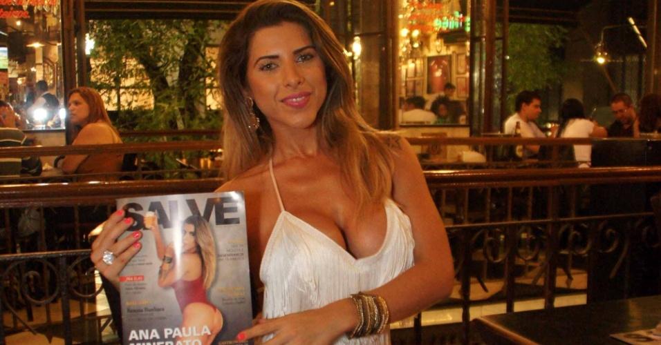Ana Paula Minerato vai em São Paulo ao lançamento da Revista Salve, na qual é capa (9/11/12)