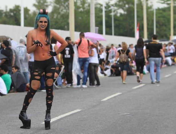 """Lorena Malsthaith, 18 anos, é moradora do bairro de Padre Miguel, no Rio. """"Não curto samba, mas amo Lady Gaga"""", declarou a fã (9/11/12)"""