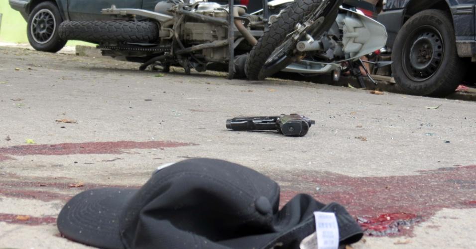 10.nov.2012 - Dois homens foram mortos durante uma troca de tiros com policiais na rua Doutor Frederico de Azevedo Nunes, no bairro do Campo Limpo, zona sul de São Paulo (SP), na tarde deste sábado (10)