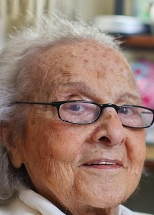 A escritora Tatiana Belinky, aos 93 anos, em São Paulo; e com 4 anos de idade - Fotomontagem/Folha de S. Paulo