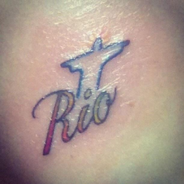 A maquiadora de Lady Gaga, Tara Savelo, também fez uma tatuagem em homenagem ao Rio de Janeiro, depois de show na cidade. A pop star também mudou o visual (10/11/12)