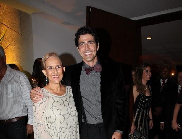 Ator Reynaldo Giannechini completa 40 anos e comemora seu aniversário ao lado da mãe Heloísa (10/11/12)