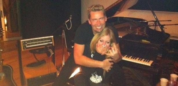 Avril Lavigne publica foto com Chad Kroeger, seu noivo e vocalista da banda Nickelback, em sua conta no Twitter