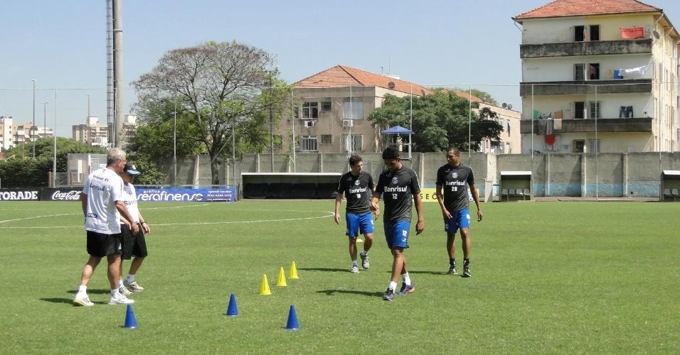 Elano, Werley e Gilberto Silva fazendo trabalho especial com a preparação física do Grêmio (10/11/2012)