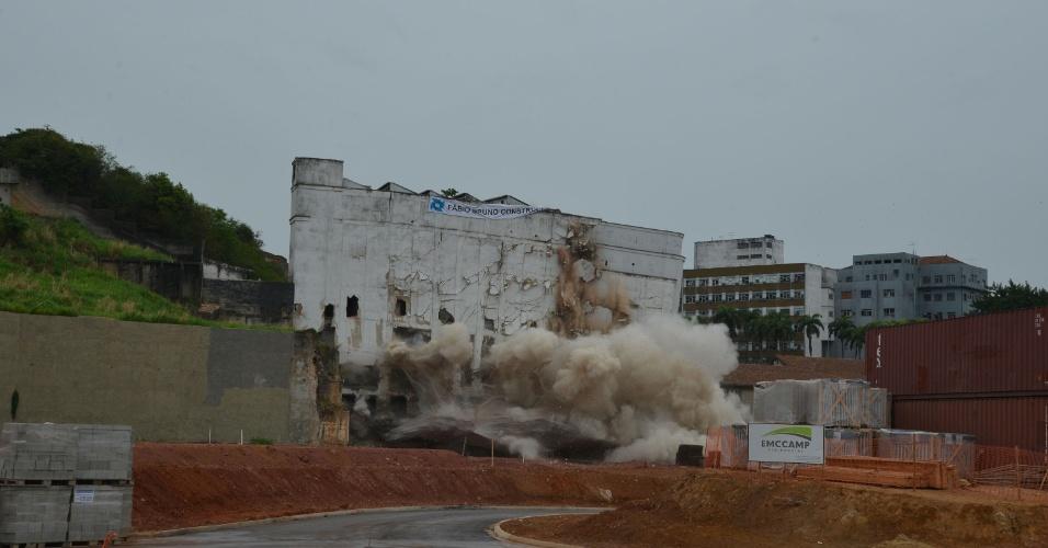 Implosão de antigo prédio da Gráfica Editora Bloch, no Rio