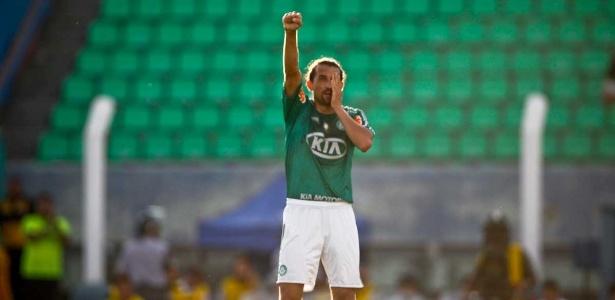 Comunicado de que fica ocorre um dia após ele cogitar saída do Palmeiras