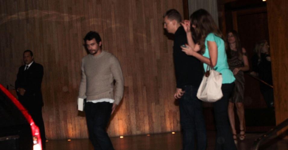 James Franco é flagrado ao sair de hotel em São Paulo (11/11/12). O ator veio ao Brasil para a inauguração da loja da marca Gucci no JK Iguatemi na segunda-feira, na capital paulista