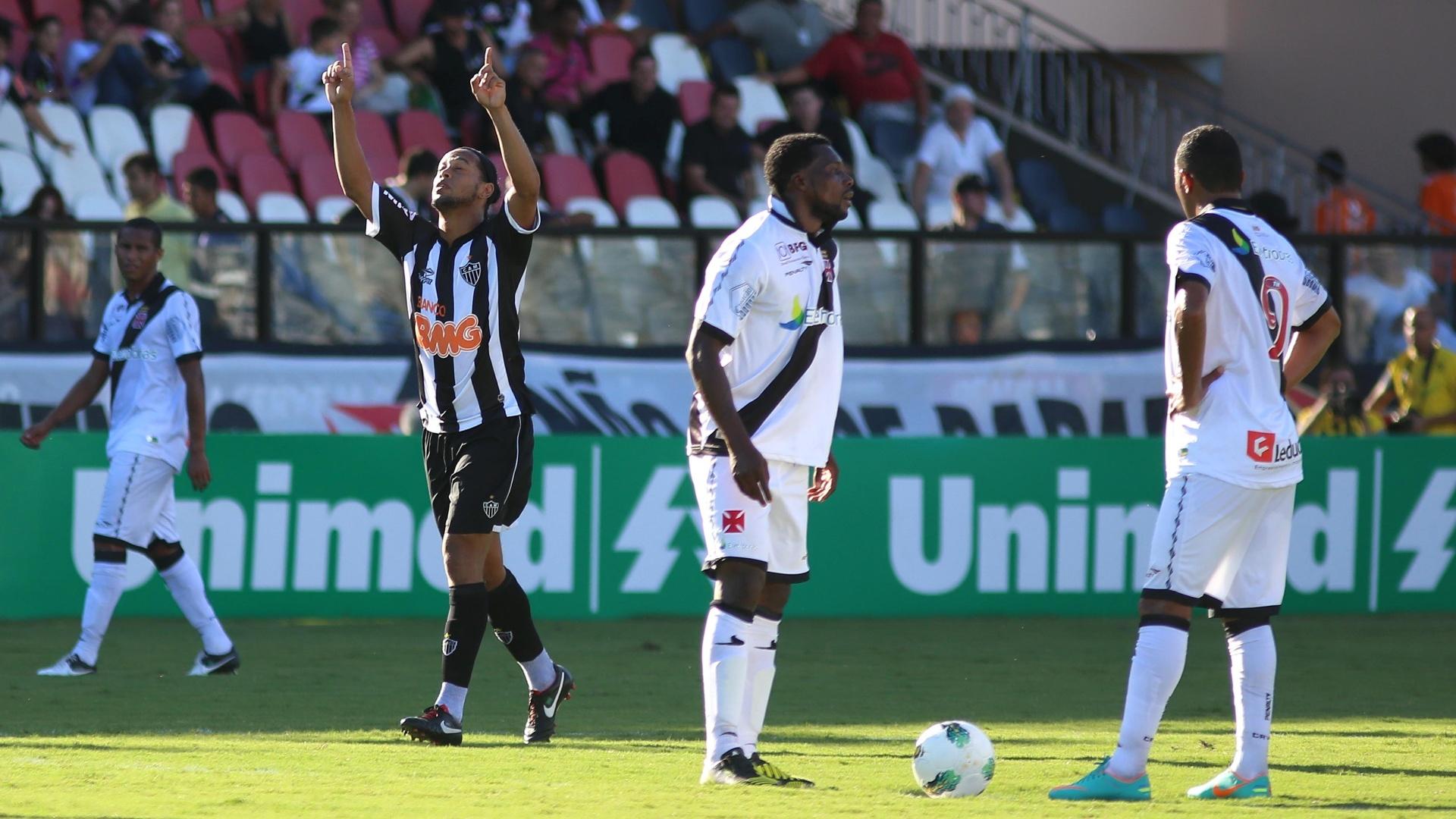 Ronaldinho celebra gol do Atlético-MG marcado no primeiro tempo contra o Vasco