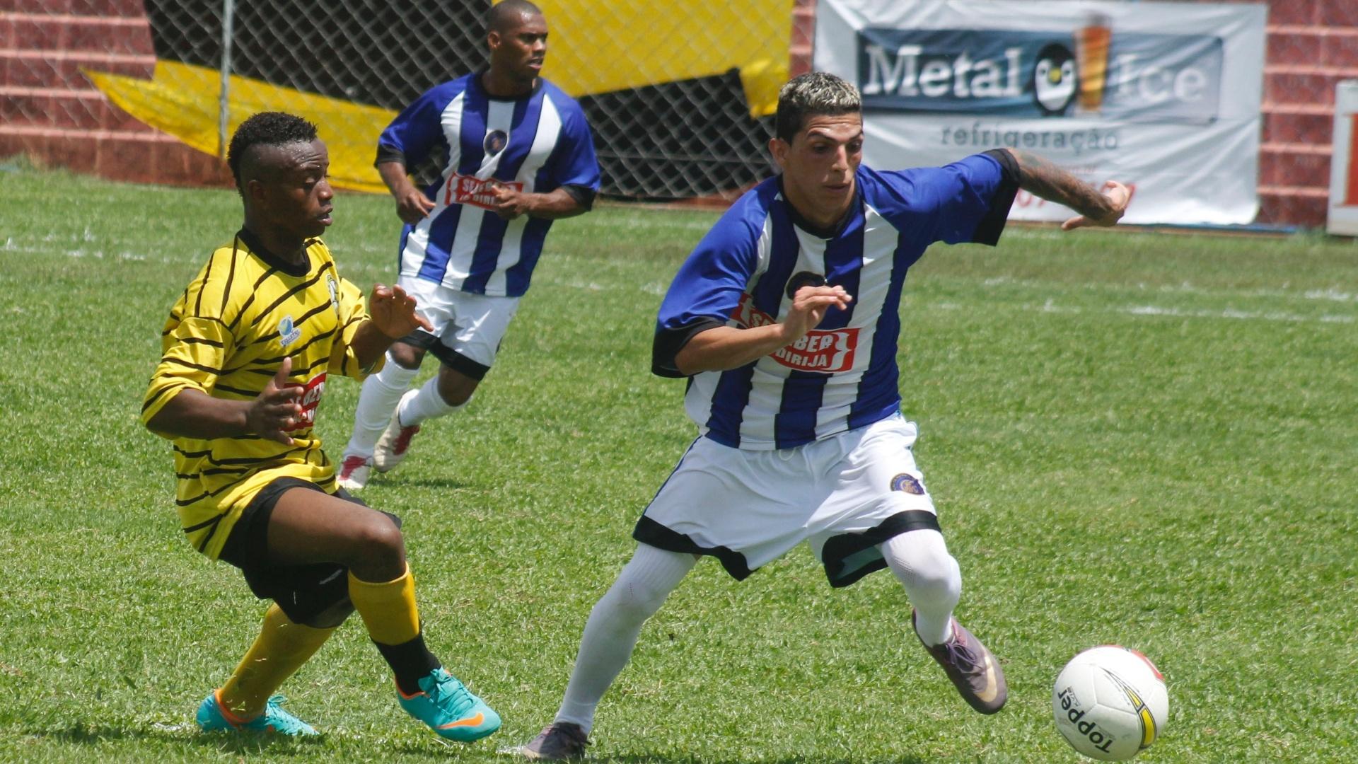 Unidos da Pacarana (amarelo) venceu o Inter nos pênaltis por 4 a 3 após o empate por 1 a 1 no tempo normal e sagrou-se campeão da série B da Copa Kaiser 2012