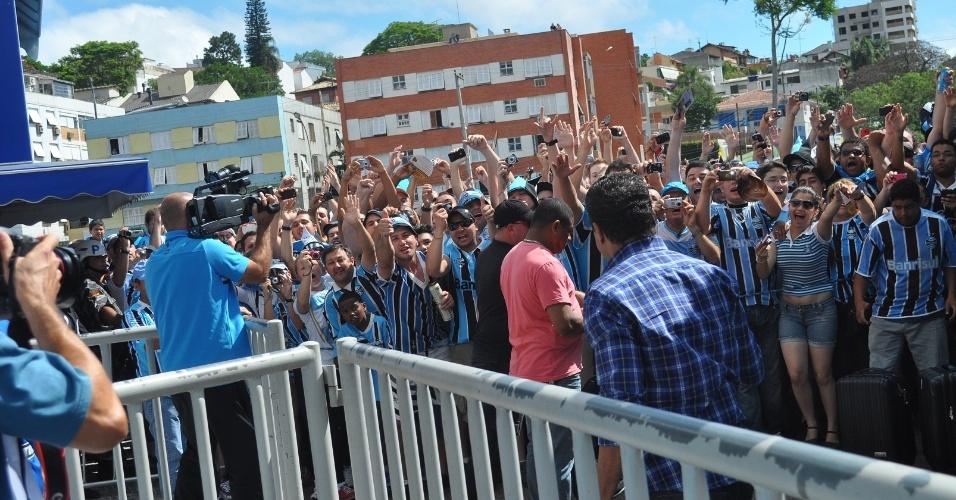 Vanderlei Luxemburgo na chegada dos jogadores do Grêmio ao Olímpico