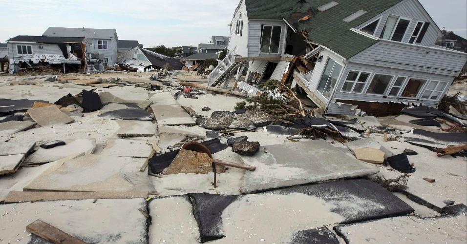 12.nov.2012 - Ruas e casas na cidade de Ortley Beach, New Jersey, ficaram destruídas após a passagem do furacão Sandy