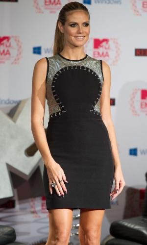A modelo alemã Heidi Klum usou oito vestidos da grife Versace para apresentar a cerimônia do EMA 2012 em Frankfurt, na Alemanha (11/11/12)