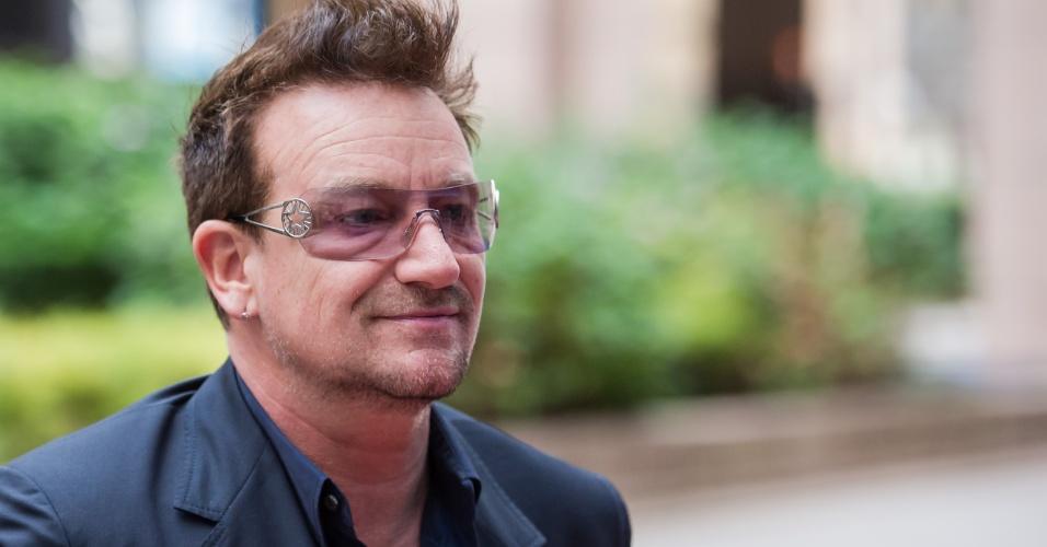 Bono chega para reunião no conhelho da União Europeia, em Bruxelas (9/10/12)