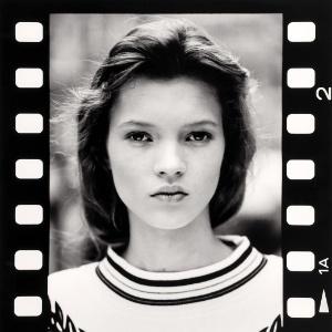 Foto do primeiro ensaio da modelo Kate Moss, aos 14 anos, feita por David Ross em outubro de 1988 - EFE
