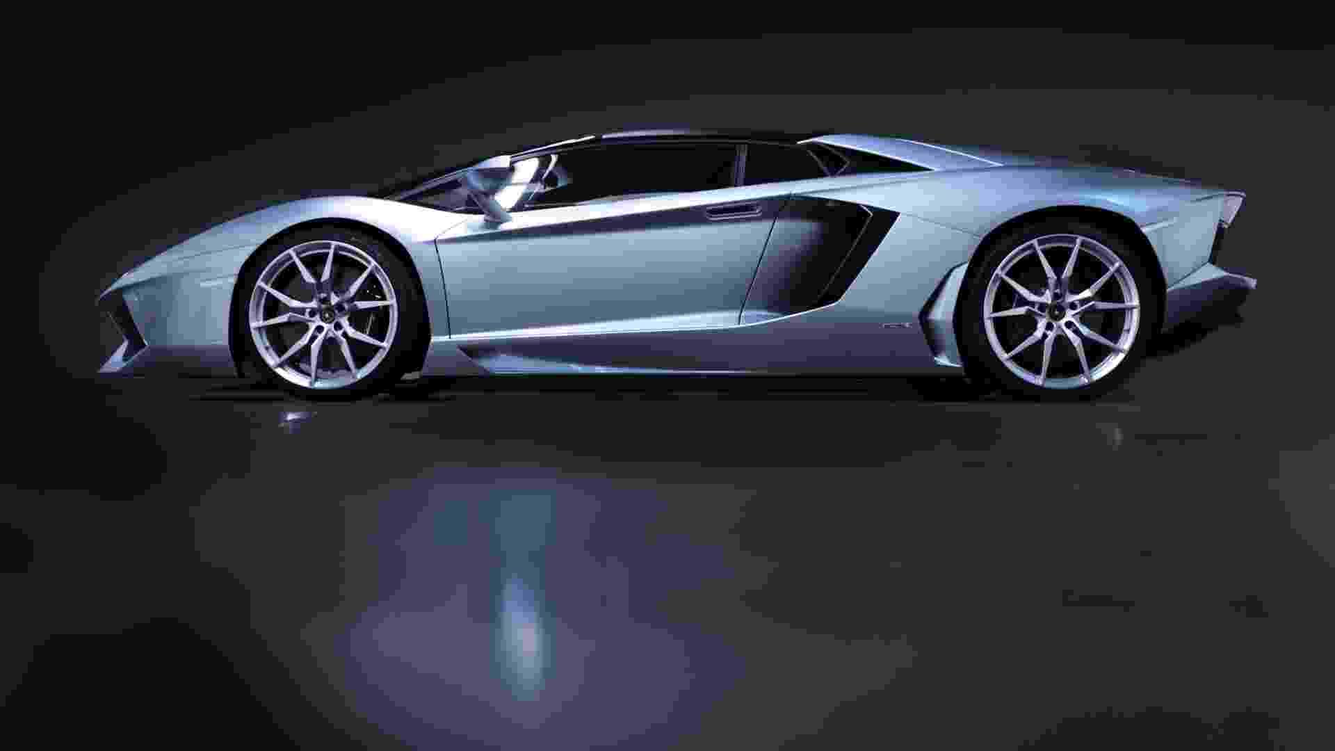 Lamborghini Aventador Roadster - Divulgação