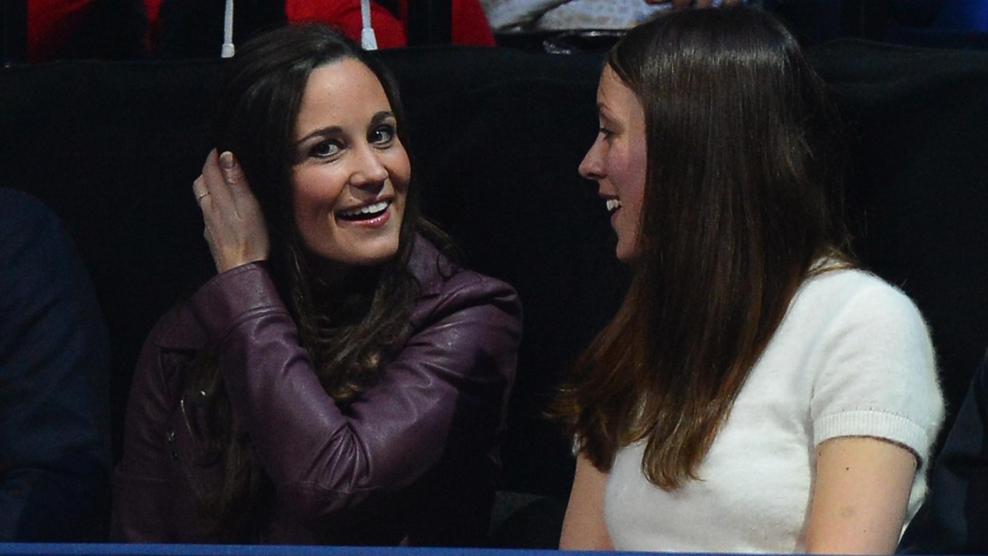Pippa Middleton, irmã da duquesa Kate, acompanha o jogo entre Roger Federer e Novak Djokovic, pela decisão do ATP Finals