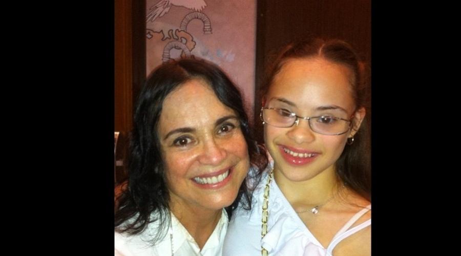 """Regina Duarte se encontrou com a atriz Joana Mocarzel (11/11/12). Elas atuaram juntas na novela """"Páginas da Vida"""", de 2006. Na trama, Regina viveu a mãe adotiva de Joana que interpretou a menina Clara"""
