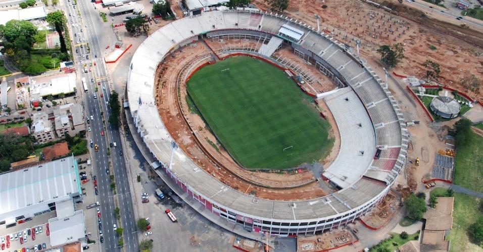 Vista aérea das obras de reforma do estádio Beira-Rio visando a Copa do Mundo 2014 em Porto Alegre (07/11/2012)