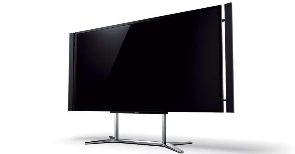 13.nov.2012 - A Sony anunciou a chegada no mercado brasileiro da sua TV XBR-84X905, de 84 polegadas, com resolução de 3840 x 2.160 pixels (também chamada de 4K, que representa quatro vezes a resolução Full HD). O aparelho LCD com tecnologia 3D tem sistema de som tridimensional com 50W de potência. O preço sugerido no Brasil é de R$ 100 mil (sob encomenda nas lojas Sony Store). O lançamento foi anunciado no mesmo dia de modelo semelhante da LG