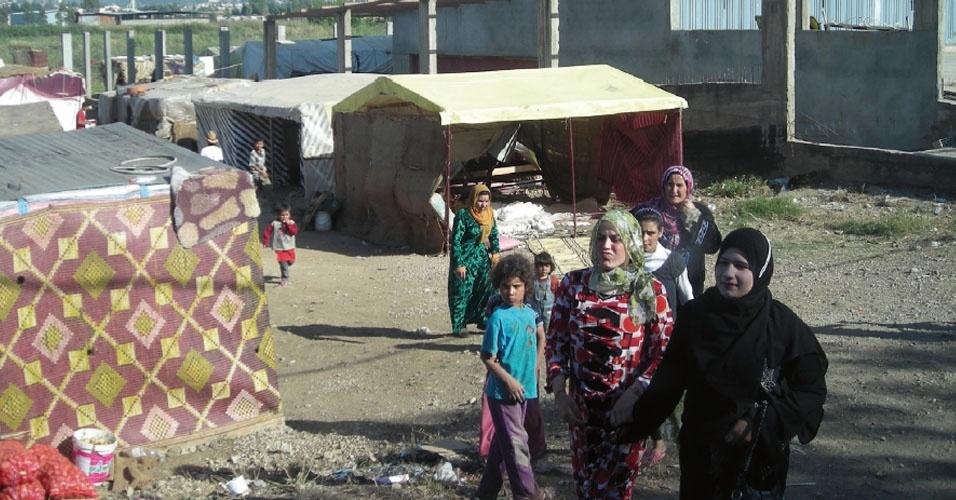 13.nov.2012 - Acampamento de refugiados em Trípoli, no Líbano, perto da Síria, onde vivem familiares de Jawad Merah, 21, convocado a ir ao Exército apesar de o pai ter sido morto durante um ataque de soldados à mercearia onde trabalhavam