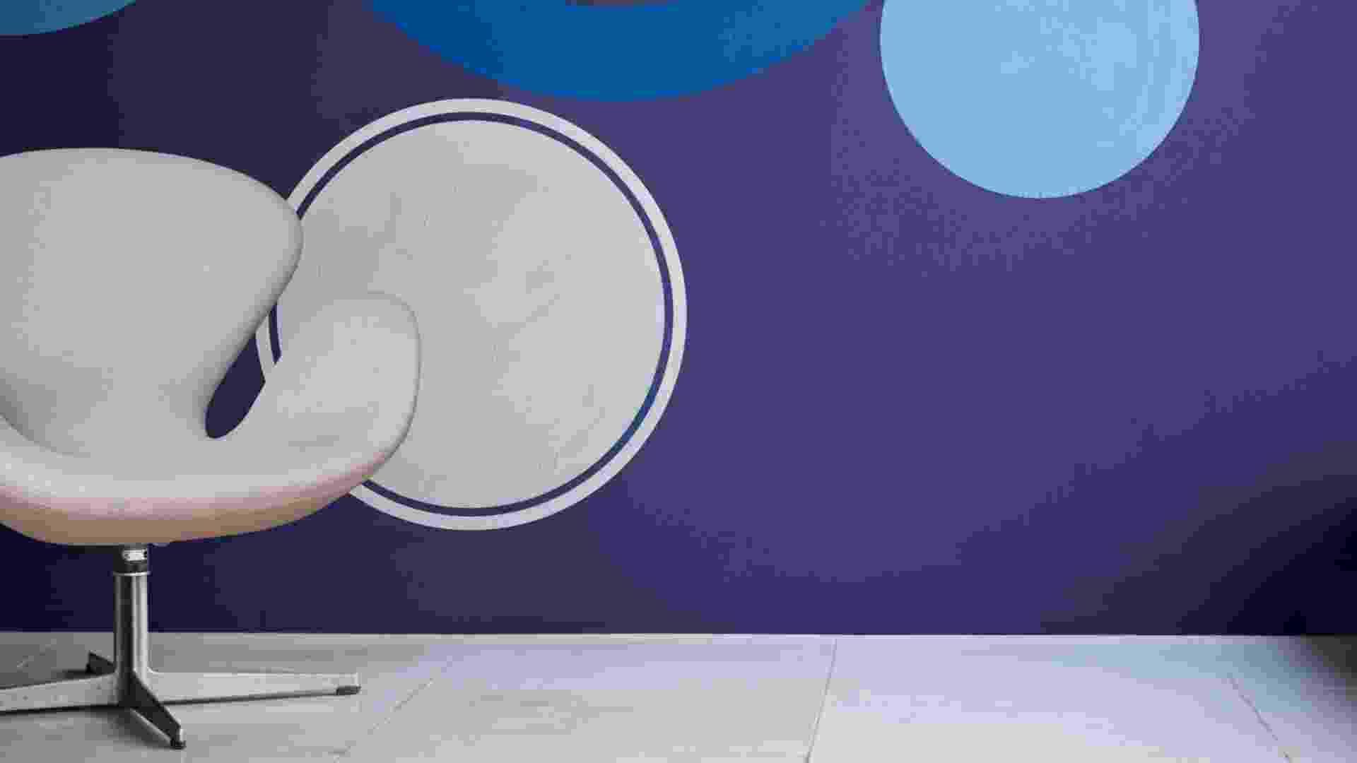 A Coral elegeu como a cor do ano de 2013 o ?Violeta Inspirado? ? um tom de índigo que possui influência do violeta. O diretor de marketing da empresa, Benito Berretta, a define como uma cor versátil porque permite combinações com tons brilhantes do mesmo nível de saturação, com cores cítricas, tons neutros mais quentes e também outros roxos, verdes e azuis - Divulgação