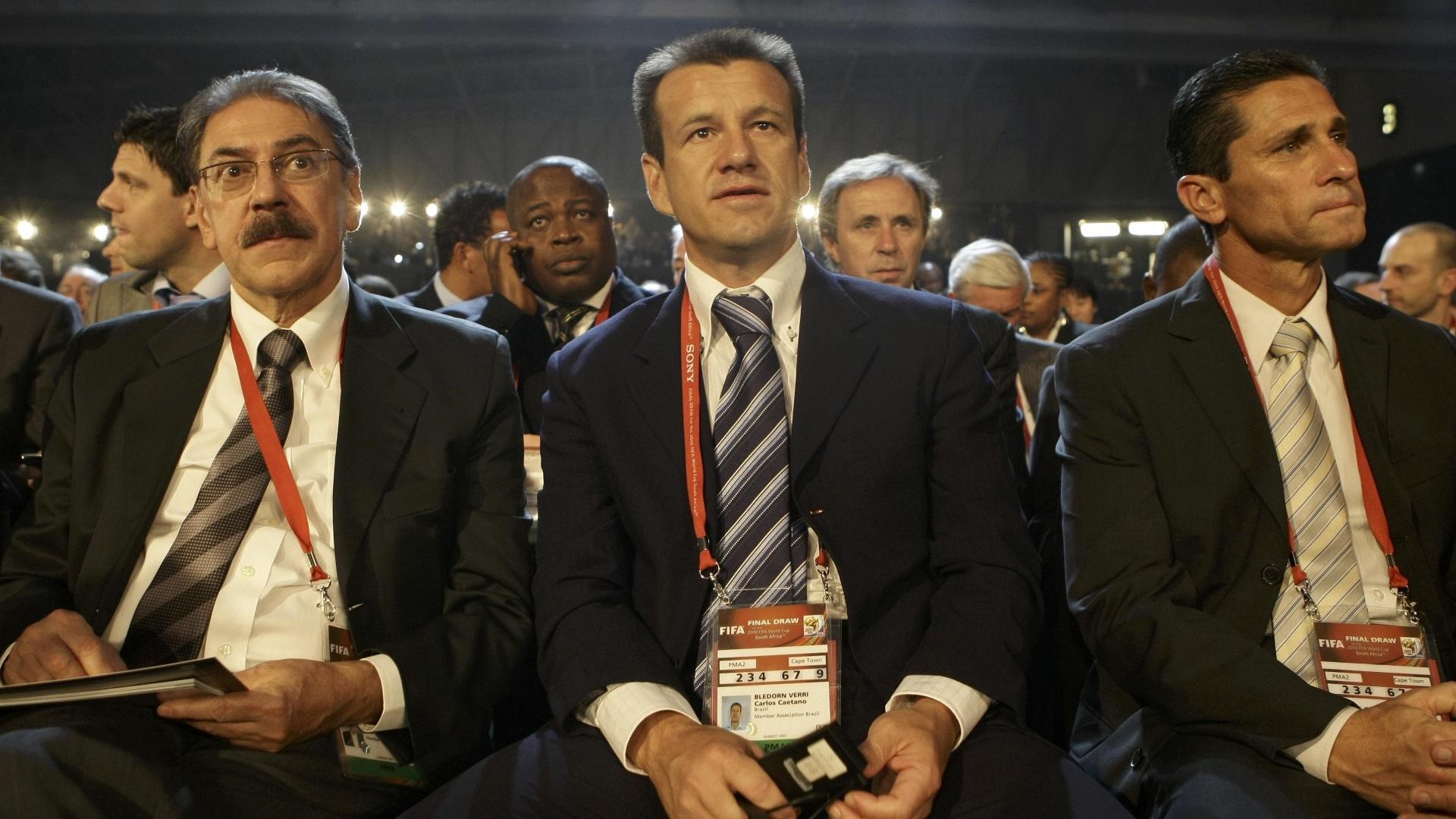 Américo Faria, Dunga e Jorginho durante o sorteio da Copa do Mundo de 2010
