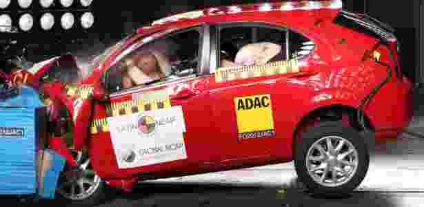 Crash test frontal do JAC J3, o pior da última rodada do Latin NCAP, ao lado do Renault Sandero - Latin NCAP