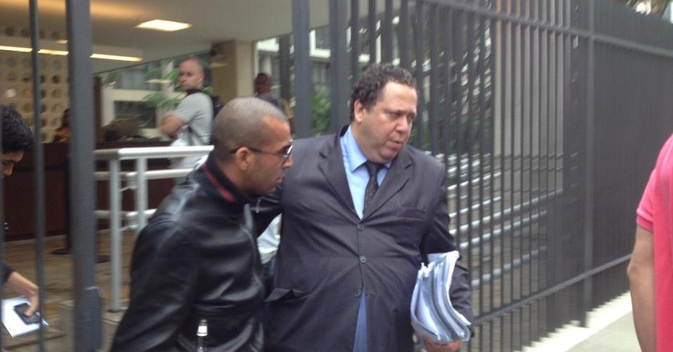 Emerson Sheik deixa audiência por contrabando e lavagem de dinheiro em tribunal do Rio de Janeiro