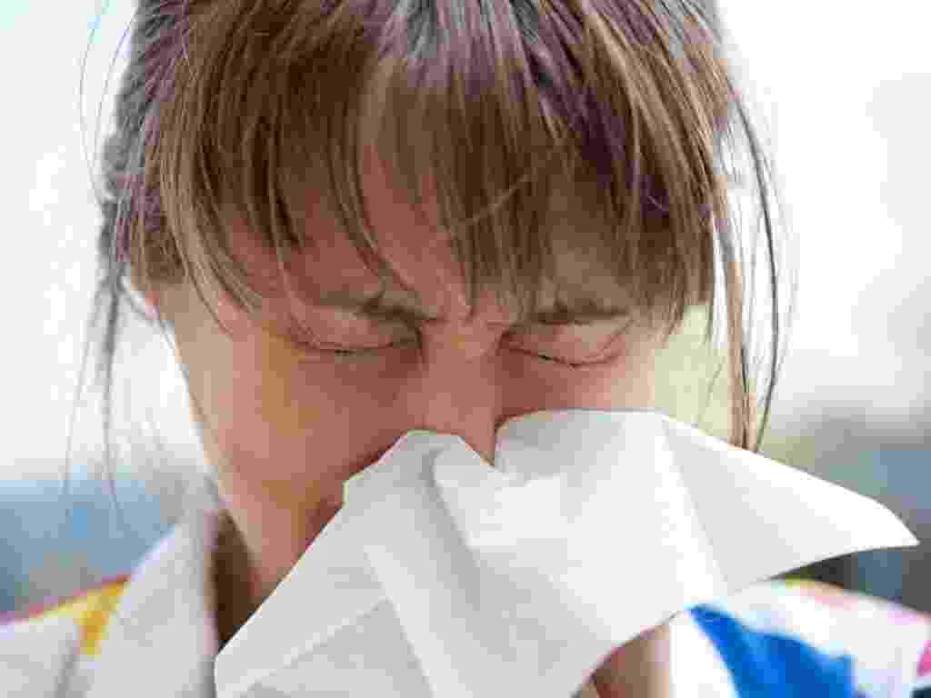 h1n1, epidemia, gripe, resfriado, saúde, doente, doença, febre, alergia, rinite, infecção, contátio, espirro, nariz, vírus, inverno, frio - Shutterstock