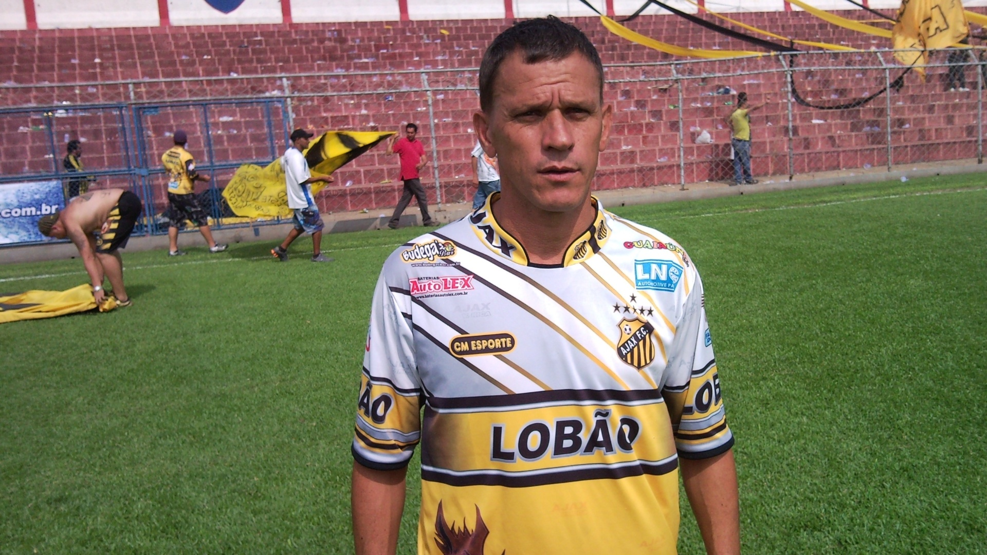 Tukinha, técnico do Ajax, da Vila Rica, na Copa Kaiser
