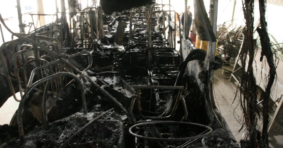 14.nov.2012 - Dois ônibus foram incendiados em Criciúma