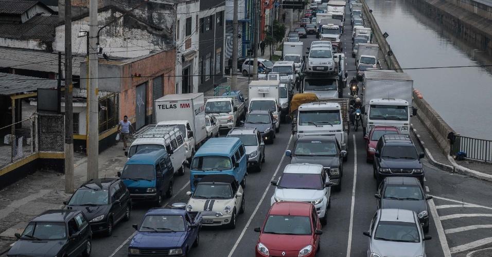14.nov.2012 - Trânsito intenso na avenida do Estado, em São Paulo (SP), nesta quarta-feira (14)