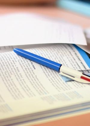 Caderno com canetas; estudo