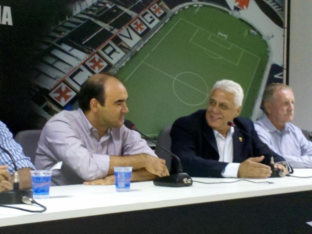 Em apresentação como novo dirigente do Vasco, Ricardo Gomes se emocionou e descartou voltar a ser técnico