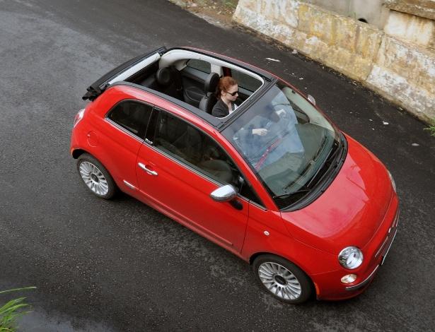 Choveu? Capota do 500 Cabrio é de lona, mas pode ser totalmente acionada num botão até os 80 km/h - Murilo Góes/UOL
