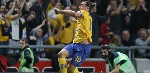 Ibrahimovic comemora seu gol contra a Inglaterra em 2012