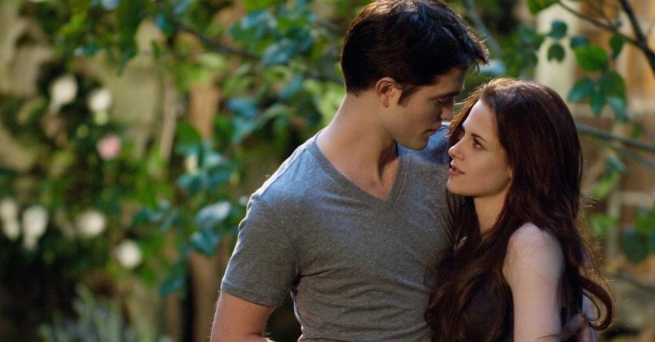 "Kristen Stewart e Robert Pattinson em cena de ""A Saga Crepúsculo: Amanhecer - Parte 2"" (2012)"